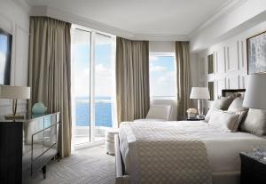Deluxe One bedroom Oceanfront Suite Bedroom
